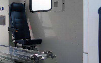 Tragevorrichtung und Betreuer-Sitze ausbauen
